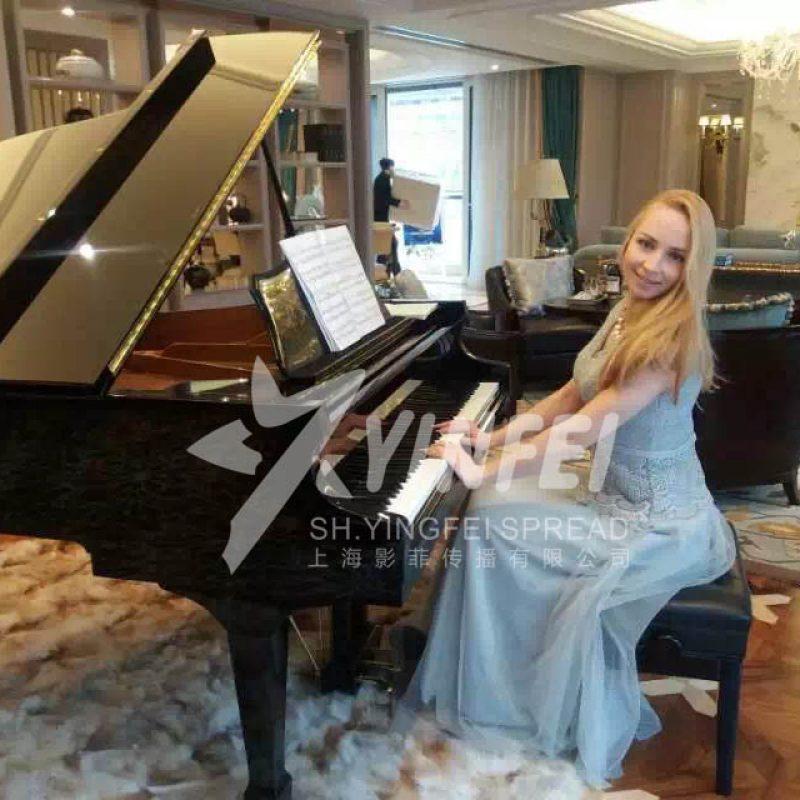 外籍钢琴演奏